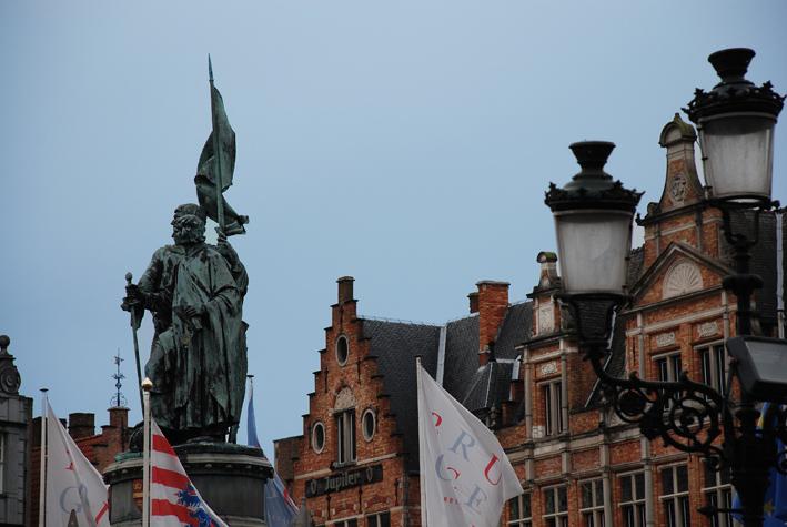 Estatuas de Jan Breydel y Pieter De Coninck en el Markt. Brujas