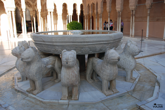 Patio de los Leones. La Alhambra. Granada