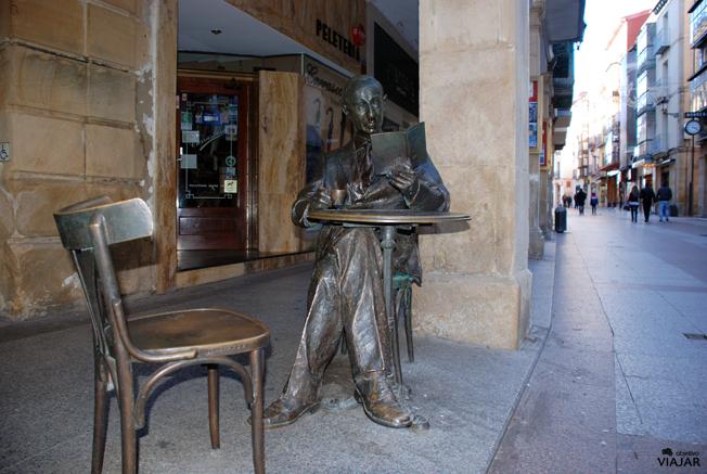 Estatua de Gerardo Diego.  Soria.