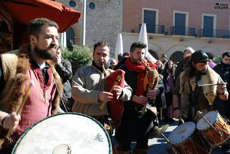 Músicos en la Plaza San Juan. Bodas de Isabel. Teruel