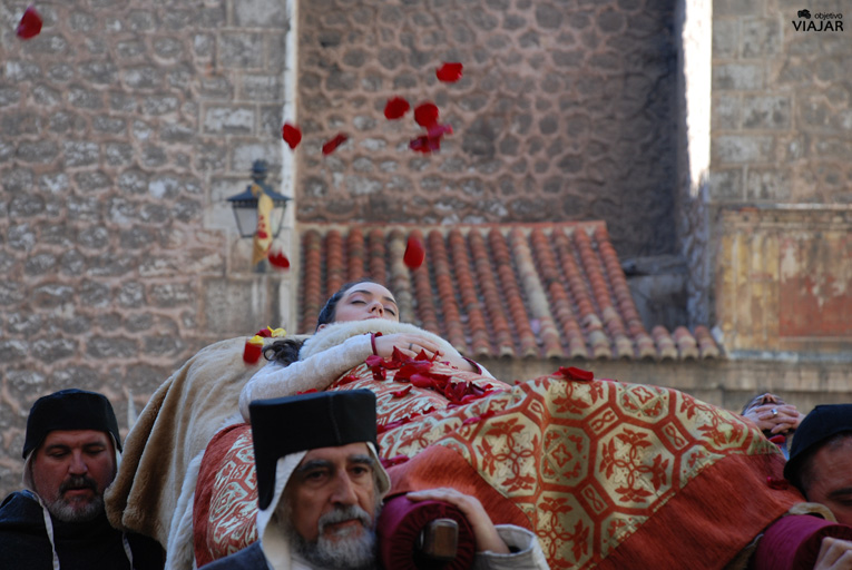 Pétalos de rosa para los Amantes. Bodas de Isabel. Teruel