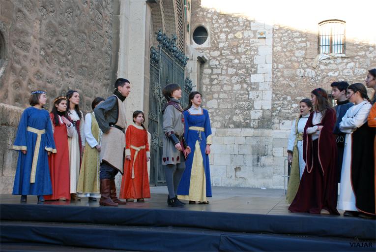 Representación de la obra Doncellas y donceles. Bodas de Isabel. Teruel