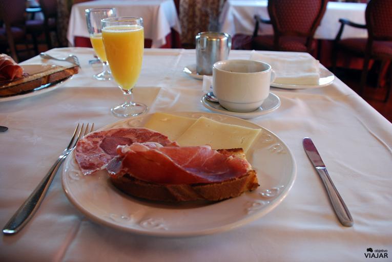 Desayuno. Hotel Leonor Mirón. Soria