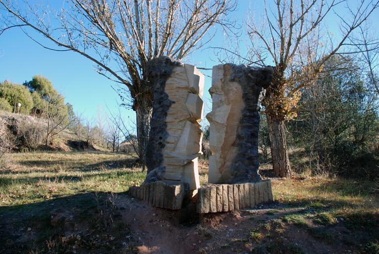 Escultura El Olmo Seco dedicada a Machado. Soria