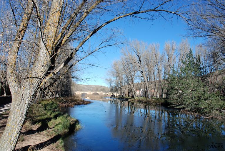 Puente medieval sobre el Duero. Soria