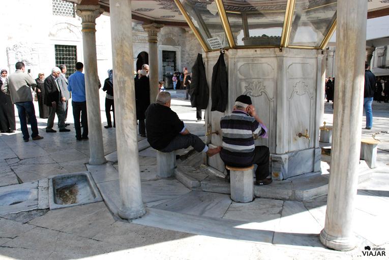 Fuente de las abluciones. Mezquita de Eyüp Sultan. Estambul