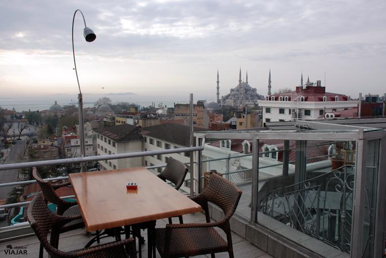 La Mezquita Azul desde la terraza del hotel Adamar. Estambul