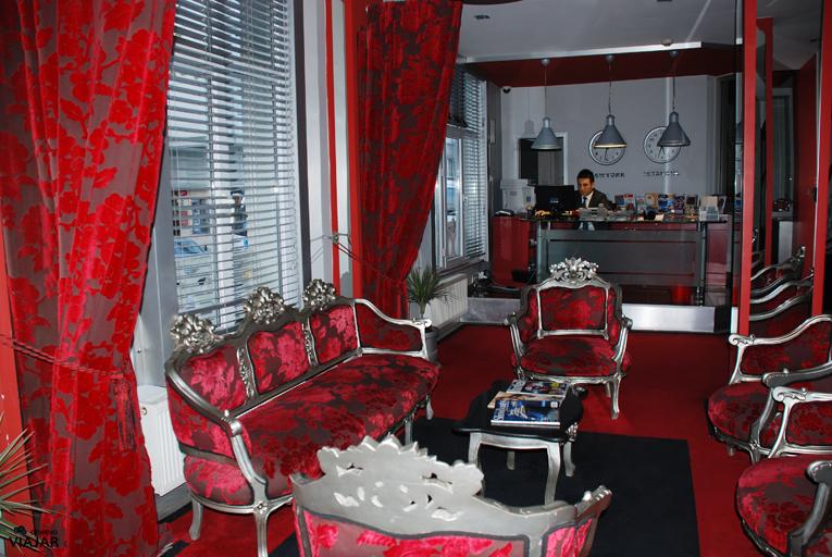 Recepción del hotel Adamar. Estambul