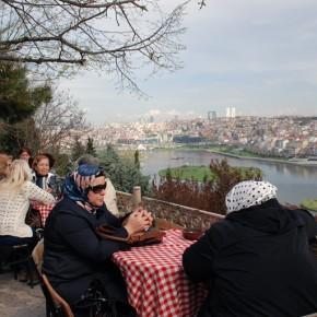 Postales de Eyüp: una mezquita, un cementerio y un té en el Café Pierre Loti