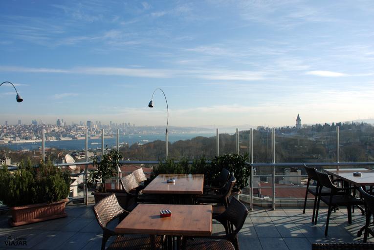Terraza del hotel Adamar. Estambul