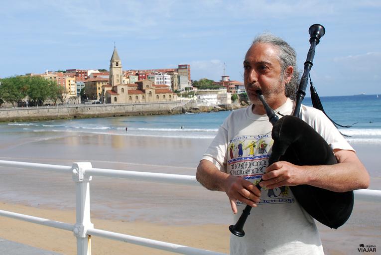 Gijón, el mar y el sonido de una gaita