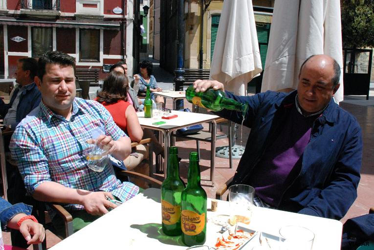 La sidra nunca falta en Gijón