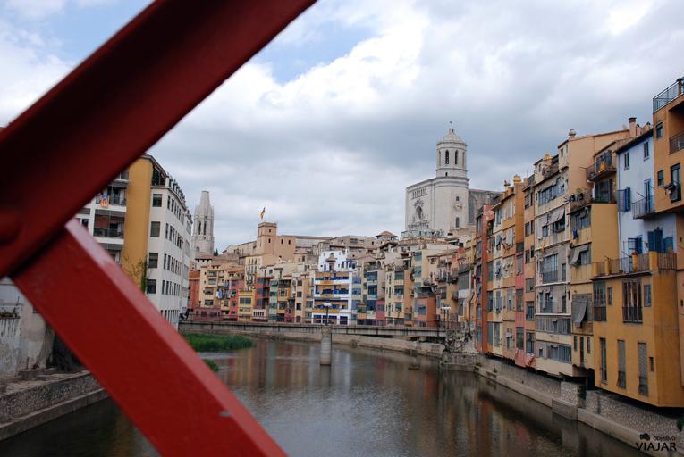 Las casas de colores sobre el río Onyar. Girona