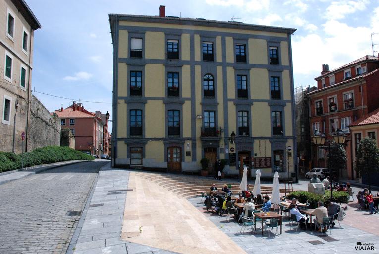 Plaza Periodista Arturo Arias. Gijón