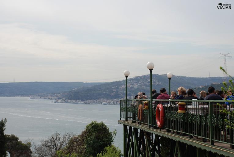 Restaurante en la subida al castillo de Anadolu Kavaği