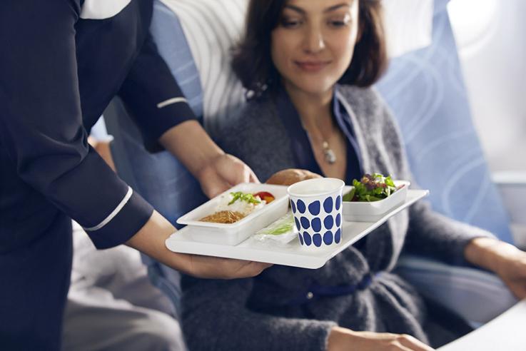 Servicio a bordo con textiles y vajillas de Marimekko