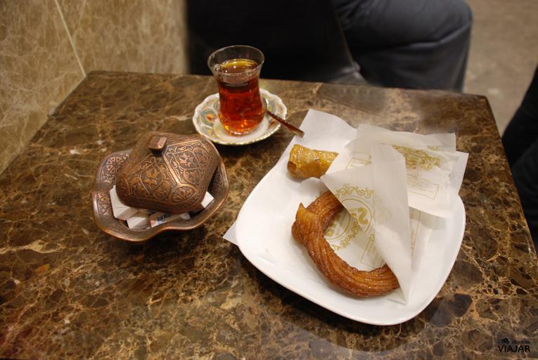 Té y dulces. Pastelería Safa. Estambul