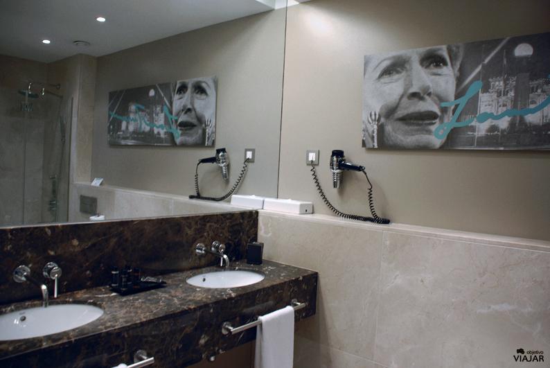 Baño de la habitación Lana Turner. Hotel Astoria7. Donostia