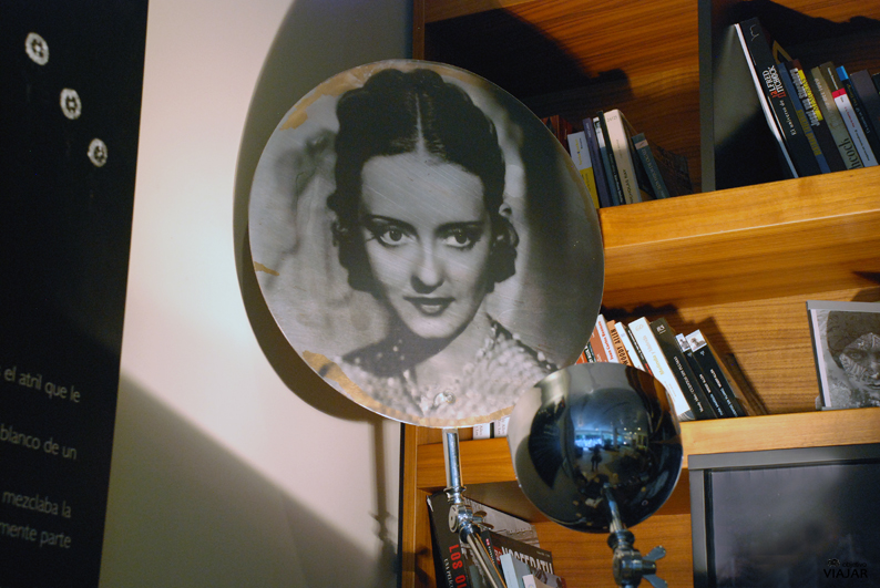 Detalle del salón biblioteca. Hotel Astoria7. Donostia
