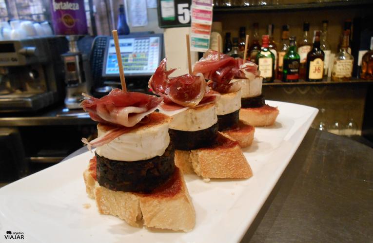 Morcilla de Burgos, queso de cabra y jamón. Restaurante y café Oquendo. Donostia