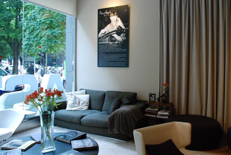 Zona de descanso del salón biblioteca. Hotel Astoria7. Donostia