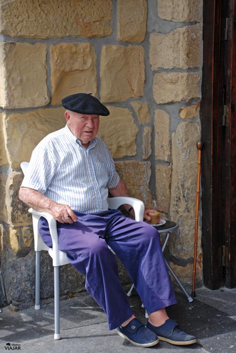 Pasaitarra en la Plaza de Santiago. Pasai Donibane. Pasaia