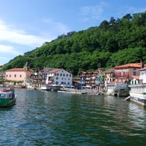 Postales de Pasaia: Pasai Donibane, San Pedro, Victor Hugo y un chicharro en la bocana