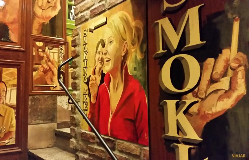 Acceso zona de fumadores. Oliver St. John Gogarty. Pubs Dublín