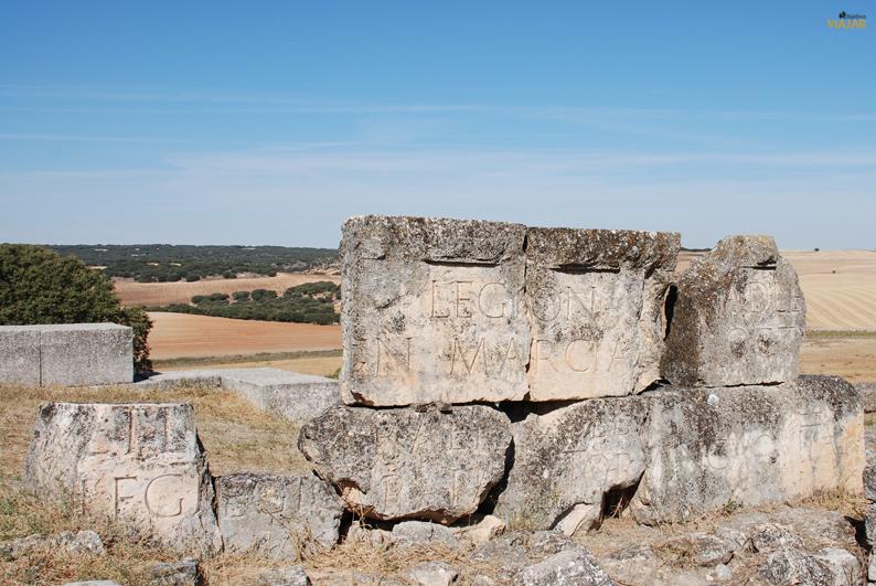 Inscripciones halladas en el teatro. Parque Arqueológico de Segóbriga