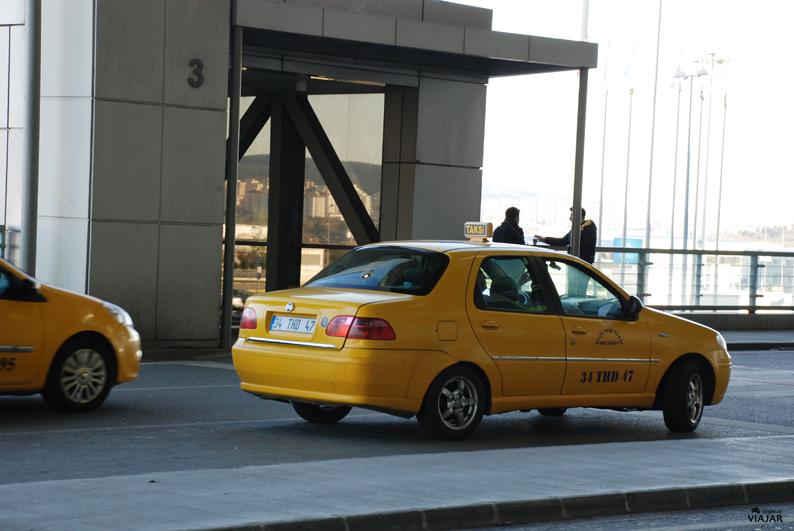 Taxis en el aeropuerto Sabiha Gökçen. Viajar a Estambul