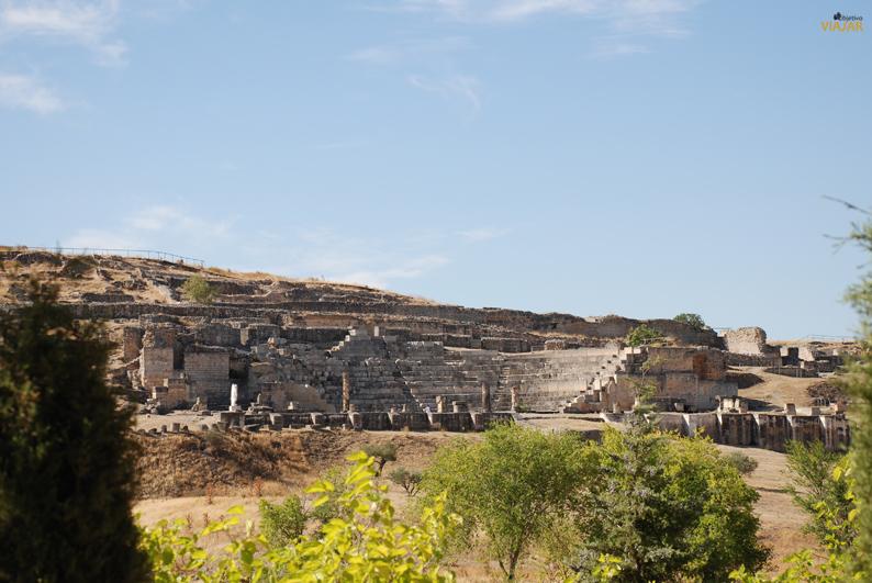 Vista general del teatro. Parque Arqueológico de Segóbriga