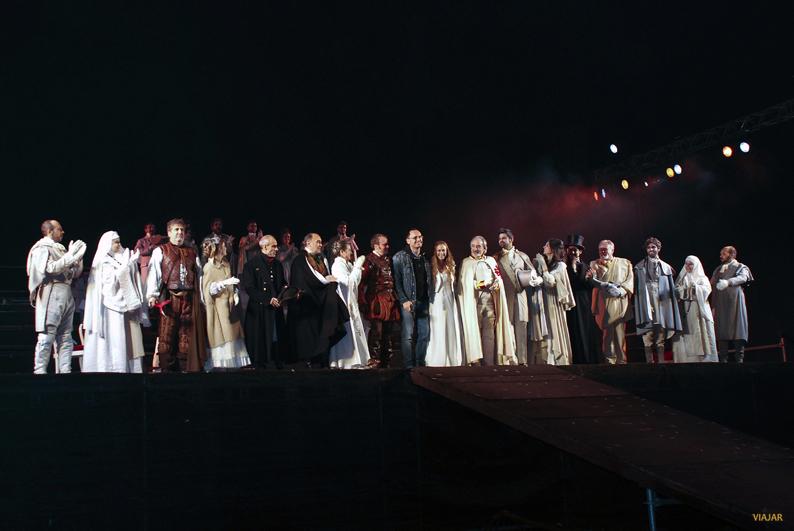 El director, Carlos Aladro, con todo el elenco de la obra. Don Juan en Alcalá
