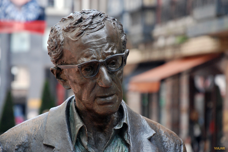 Estatua de Woody Allen. Oviedo