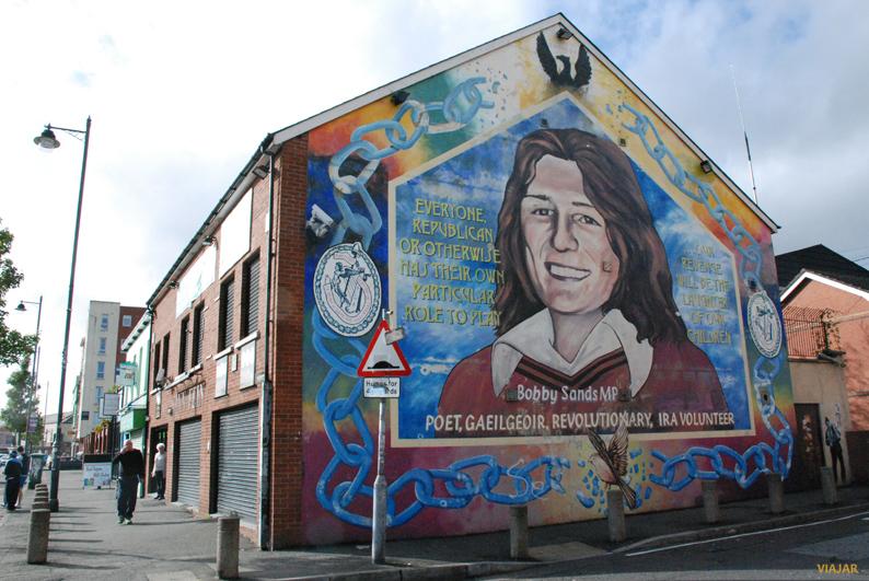 Homenaje a Bobby Sands en Falls Road. Murales de Belfast