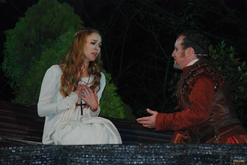 Marta Hazas como Doña Inés y Fernando Cayo como Don Juan. Don Juan en Alcalá