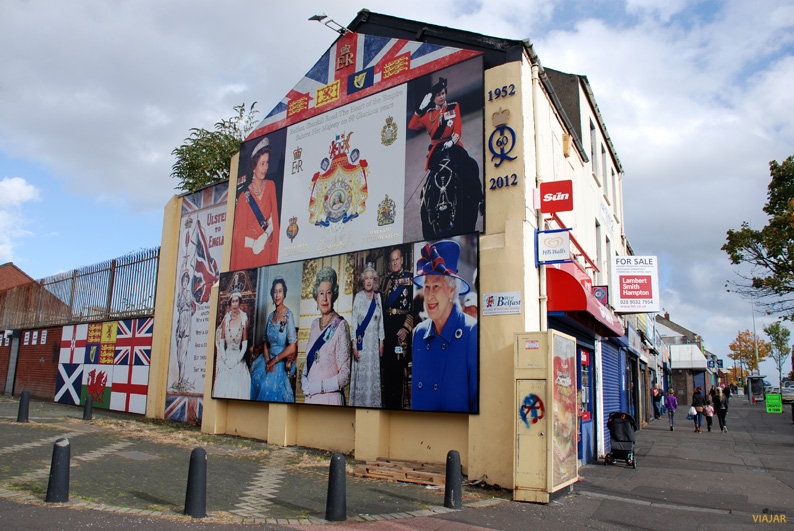 Mural homenaje a la monarquía inglesa. Shankill Road. Belfast