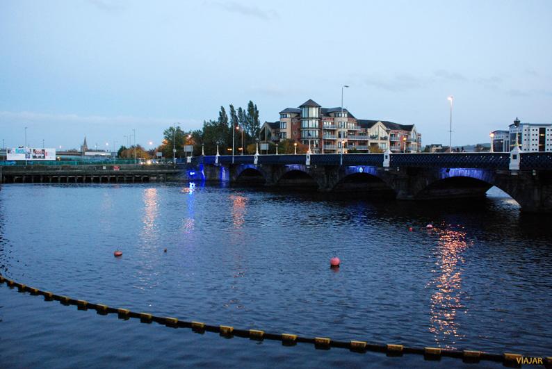Puente sobre el río Lagan. Belfast