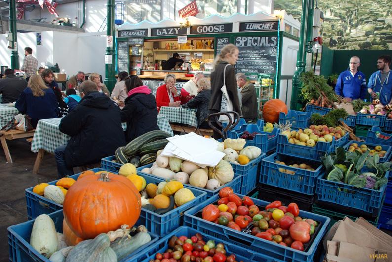 Puesto de frutas y verduras. St. George's Market. Belfast