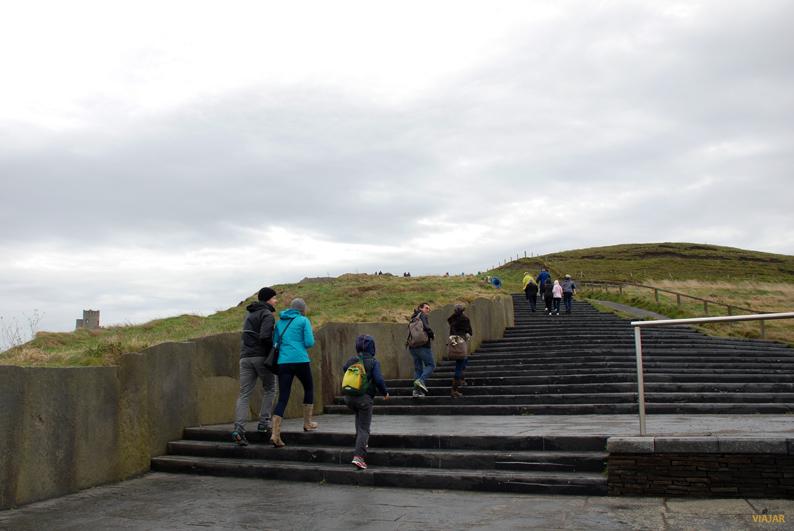 Subiendo hacia la Torre de O'Brien. Acantilados de Moher