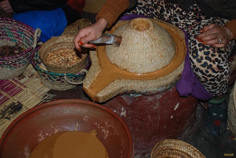 Elaboración del aceite de Argán. Marruecos
