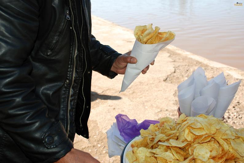 Puesto de patatas fritas. Jardines de la Menara. Marrakech