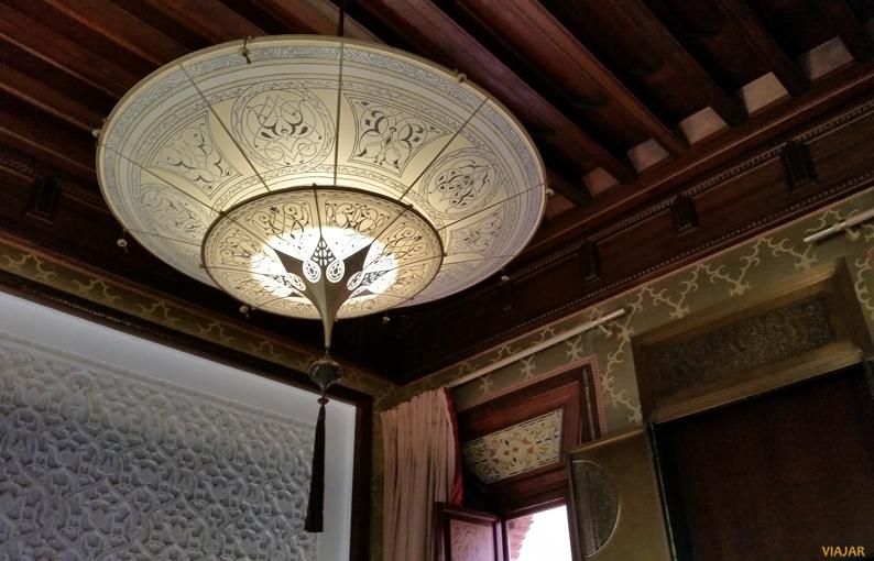 La preciosa lámpara de nuestro dormitorio. Hotel Royal Mansour. Marrakech