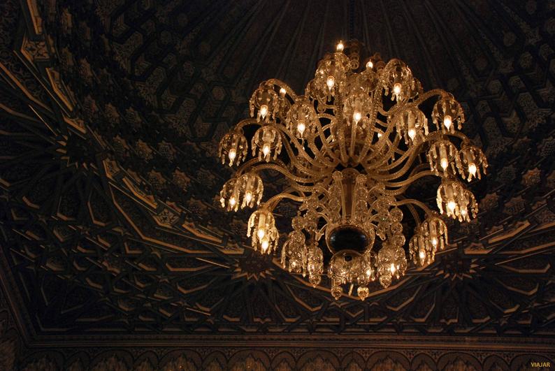 Techos pintados a mano y lámparas de ensueño. Hotel Royal Mansour. Marrakech