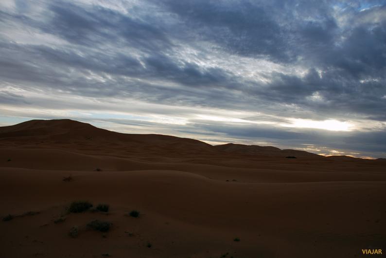Atardece en Erg Chebbi. Marruecos