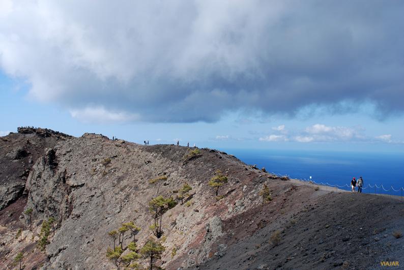 Bordeando el Volcán de San Antonio. La Palma