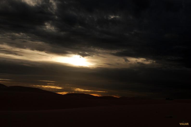 Cae la noche en el desierto. Marruecos