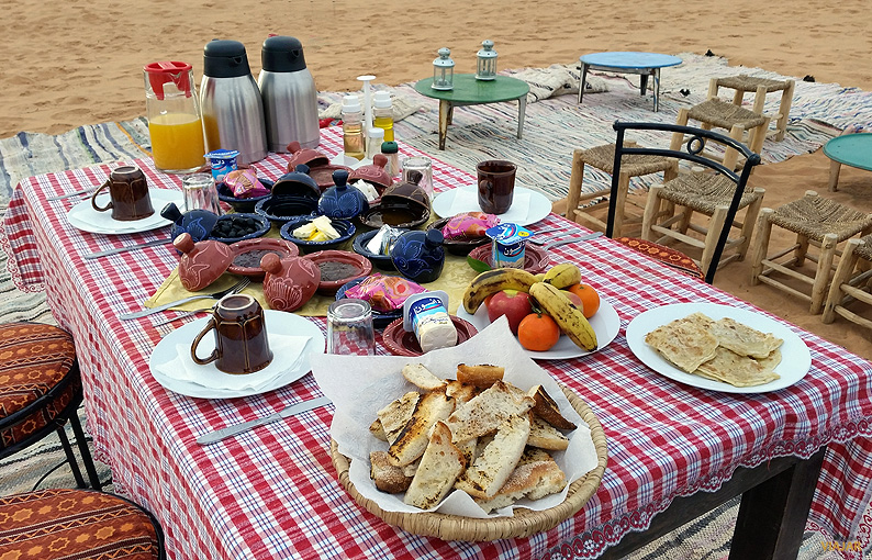 Desayunando en el desierto. Marruecos