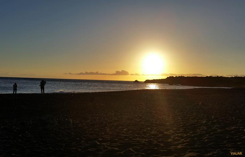 Puesta de sol. Playa de Echentive. La Palma