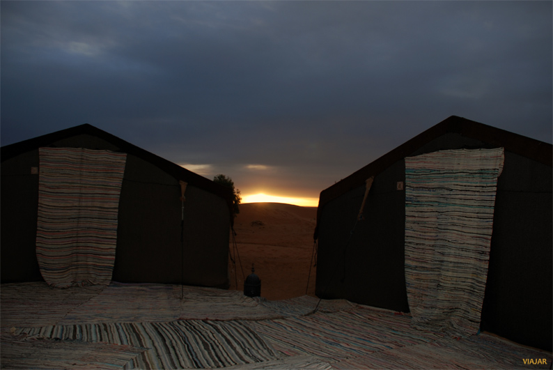 Salida del sol en el desierto. Marruecos