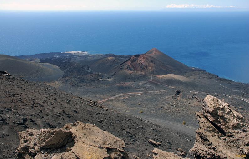 Vista del Volcán Teneguía desde el Volcán de San Antonio. Fuencaliente. La Palma